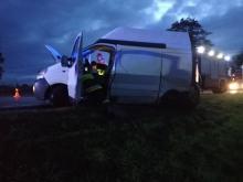 Jedna osoba ranna po zderzeniu dwóch osobówek i busa koło Lewina Brzeskiego
