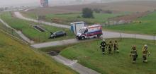 Toyota wypadła z autostrady. Poszkodowana kobieta w ciąży i dziecko