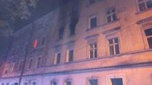Kolejny raz strażacy walczyli z pożarem kamienicy w Prudniku. Mieszkańcy boją się o życie
