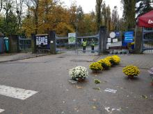 Cmentarze zamknięte. W dalszym ciągu można kupić kwiaty, pomóżmy kupcom