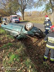Kierowca stracił panowanie nad pojazdem. Dachowanie na trasie Raszowa - Łąki Kozielskie