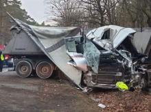 Kilkanaście zastępów straży pracowało przy wypadku ciężarówki