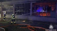 Płonie zakład produkcyjny w Głuszynie. Z ogniem walczy 28 zastępów straży
