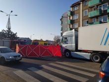 Śmiertelny wypadek na rondzie w Prudniku. Na pasach zginął 78-letni mężczyzna