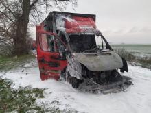Auto dostawcze przewożące meble spłonęło w powiecie brzeskim