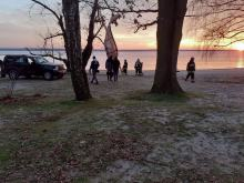 Mężczyzna uprawiał kitesurfing. Zawisł na drzewie w pobliżu jeziora w Turawie