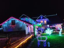 Pięknie rozświetlony dom w Dziedzicach przyciąga tłumy. To rodzinna tradycja
