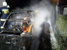 Mały Fiat spłonął w Kielczy w gminie Zawadzkie