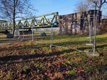 Utrudnienia w Parku Nadodrzańskim. PKP rozpoczęło grodzenie terenu pod inwestycję