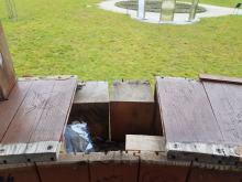 Dramatyczny stan parku sensorycznego w Opolu. Rozbite lustra, wyrwane ławki, szkło...
