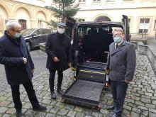 Mikrobus trafił do Domu Pomocy Społecznej w Prószkowie