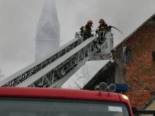Pożar zabudowań gospodarczych i budynku mieszkalnego w powiecie nyskim