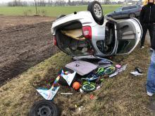 Folwark: Kierowca osobówki zjechał z drogi i dachował