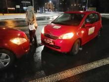 Policja szuka kierowcy, który uderzył w dwa auta i uciekł z miejsca zdarzenia