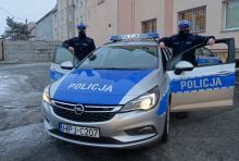 Policjanci eskortowali seniorkę do szpitala