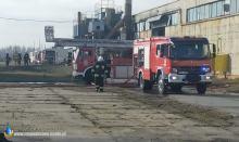 14 zastępów straży gasi pożar w firmie Neapco w Praszce. Ewakuowano 31 osób