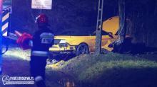 Mustang rozbity na słupie, pijany uczestnik zdarzenia w szpitalu. Nie przyznaje się do kierowania