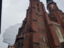 Stan cegieł elewacji zewnętrznej Katedry zagraża bezpieczeństwu