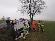 Kierowca busa zasłabł za kierownicą. Samochodem jechało 8 osób