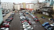 Dziki parking jest problemem dla miasta i zmorą dla zawieszenia, ale niewiele można zrobić