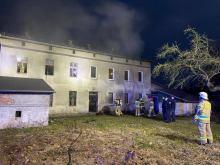 Pożar w mieszkaniu na pierwszym piętrze w Zawadzkiem. Paliła się...wersalka