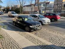 Zderzenie pojazdów na ulicy Piastowskiej w Opolu. Jedna osoba poszkodowana
