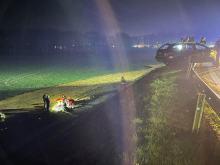 Uderzył w barierki, wysiadł z auta i spadł w dół ze skarpy. Miał blisko 3 promile alkoholu