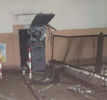 Złodzieje próbowali okraść bankomat w gminie Pokój. Trwa policyjne śledztwo