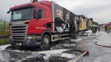Płonący TIR z kosmetykami zablokował ruch na opolskim odcinku A4