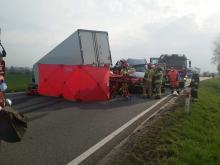 Zderzenie 3 pojazdów w powiecie nyskim. Poszkodowane 3 osoby