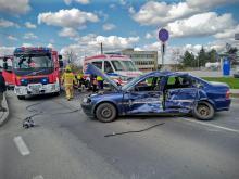 Zderzenie osobówki z samochodem ciężarowym w Praszce