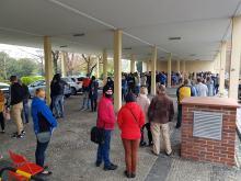 Tłumy Opolan w kolejce do szczepień pod Urzędem Wojewódzkim