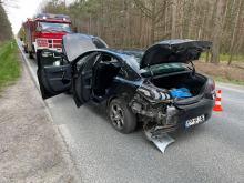 Zderzenie pojazdów w lesie pomiędzy Ligotą Prószkowską i Smolarnią