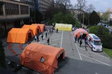 """Podsumowano akcję """"Zaszczep się w majówkę"""" pod opolskim Urzędem Wojewódzkim"""
