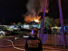 20 zastępów straży gasiło pożar poddasza w Prudniku