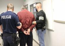 51-latek próbował wręczyć policjantom 100 dolarów..... był pijany