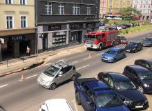 Kierujący Volkswagenem skosił przydrożne słupki na ulicy Ozimskiej