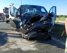 Dwie osoby poszkodowane po zderzeniu busa i ciężarówki na A4