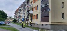 4 zastępy straży interweniowały w Ozimku. Z mieszkania wydobywał się dym