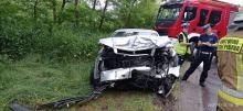 Czołowe zderzenie pojazdów w Dębowej. Dwie osoby w szpitalu