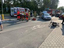 Poważny wypadek na przejściu dla pieszych. Nieprzytomny rowerzysta w szpitalu