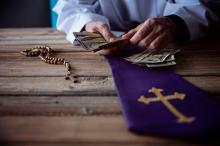Państwo łoży na Kościół rekordowo dużo. Takiego wzrostu jeszcze nie było