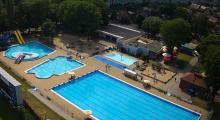 Sanepid na basenie letnim Błękitna Fala. Kąpiący się musieli opuścić niecki z wodą