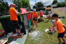 Dzieci po raz 9. budują samodzielnie kolorowe miasteczko. Trwa półkolonia w Raszowej