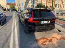 Kolizja 3 aut na ulicy Piastowskiej w Opolu. Sprawca uciekł, bo nie miał uprawnień do kierowania