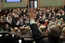 PiS popiera opozycję. Zagłosuje zgodnie w sprawie ważnej dla wszystkich Polaków