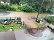 Kilkanaście gospodarstw zalanych w gminie Kamiennik. Wydano kolejne ostrzeżenia