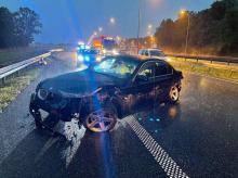 Kierowca BMW uderzył w bariery na nitce a4 w kierunku Wrocławia