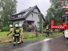 Piorun uderzył w dom w Suchym Borze. Zapalił się dach