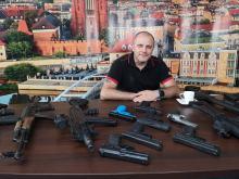 Jan Plewka - broń palna sama nie robi nikomu krzywdy